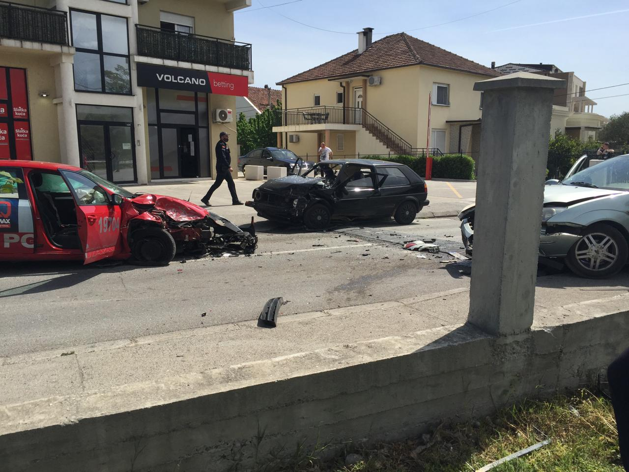 Podgorica: Udes tri vozila i motocikla, tri osobe povrijeđene (FOTO)
