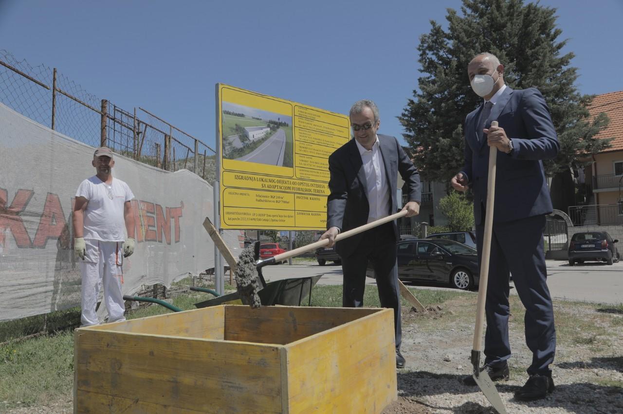 Kašćelan i Savićević položili kamen temeljac za izgradnju svlačionica i adaptaciju pomoćnog fudbalskog terena na Cetinju