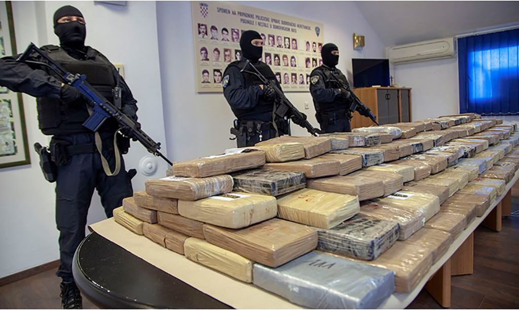 Kako droga iz Albanije putuje do Zapadne Evrope:  Kokain švercuju brodovima do CG iz luka Latinske Amerike, uglavnom sa voćem