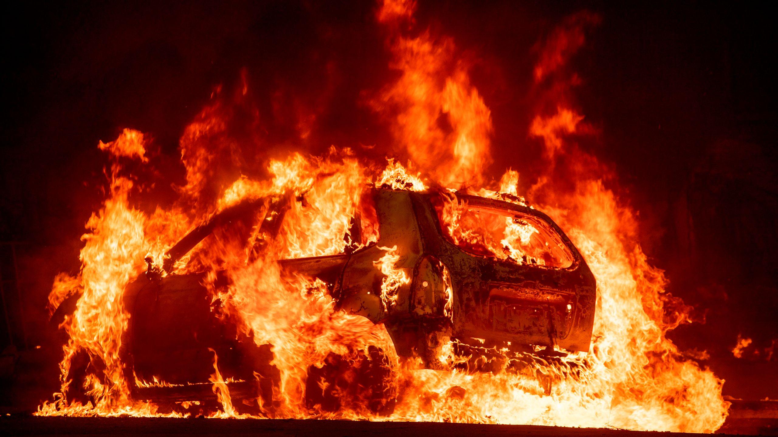Gorjelo vozilo u Podgorici, vatrogasci ugasili požar