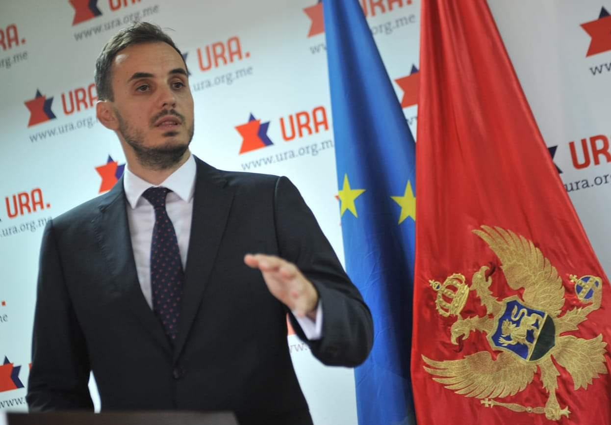 Konatar osudio ponašanje Bečića: Zbog jeftinog populizma zgrada Skupštine nije u duginim bojama