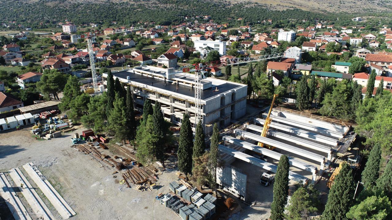 Izgradnja škole u Tološima teče predviđenom dinamikom, primiće prve učenike naredne školske godine