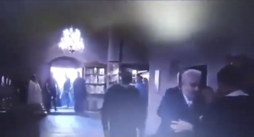 (VIDEO) KRŠE MJERE KOJE SU ONI DONIJELI: Krivokapić se u Beranama pričestio, snimatelj RTCG okrenuo kameru