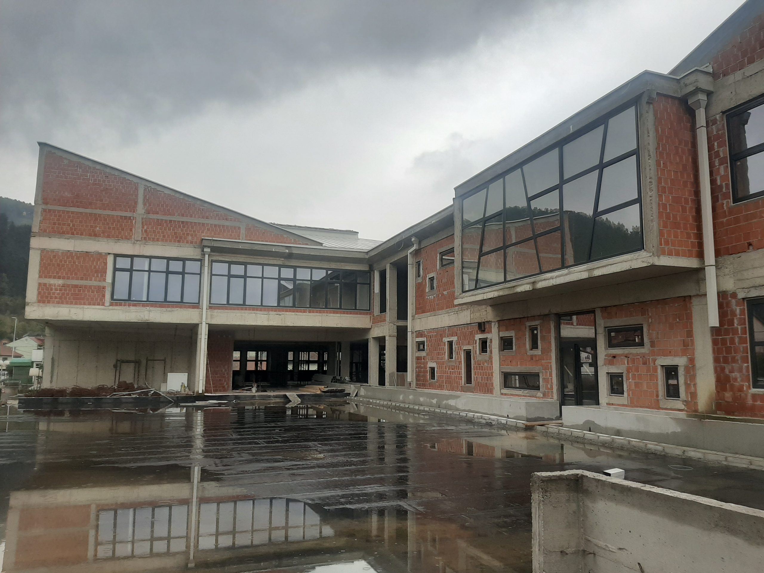 Radovi na objektu škole u Bijelom Polju nastavljeni nakon višemjesečnog zastoja