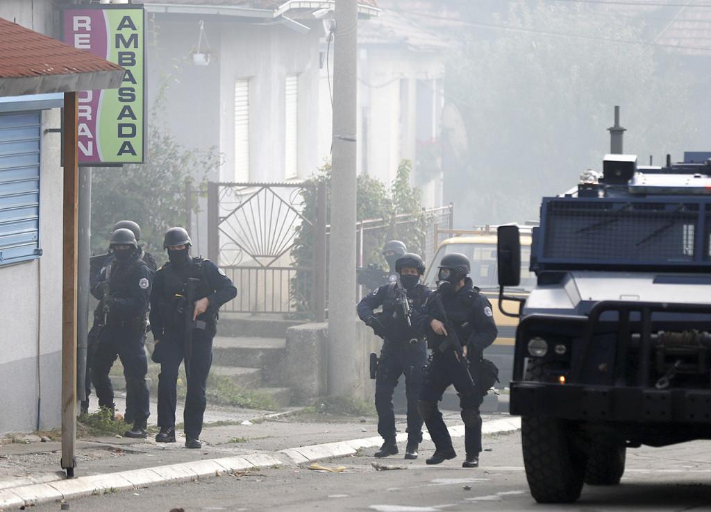 Tenzije na Kosovu dostigle tačku ključanja: Od tablica i blokade Jarinja do suzavaca, šok bombi i pucanja