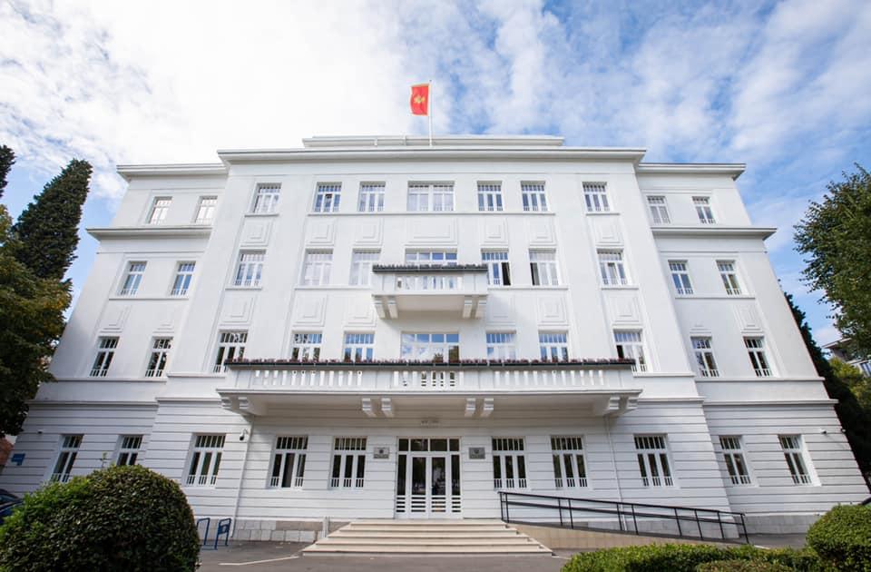 Vuković objavio fotografije kako Opština izgleda iznutra: Najljepša zgrada u Podgorici…